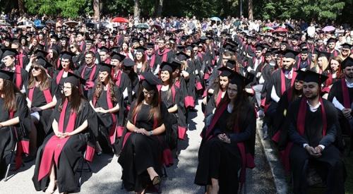 Юристите от СУ положиха клетва и получиха своите дипломи